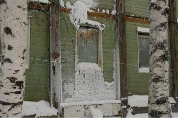 В аварийном общежитии Ноябрьска из-за сильных морозов разорвало батареи 3