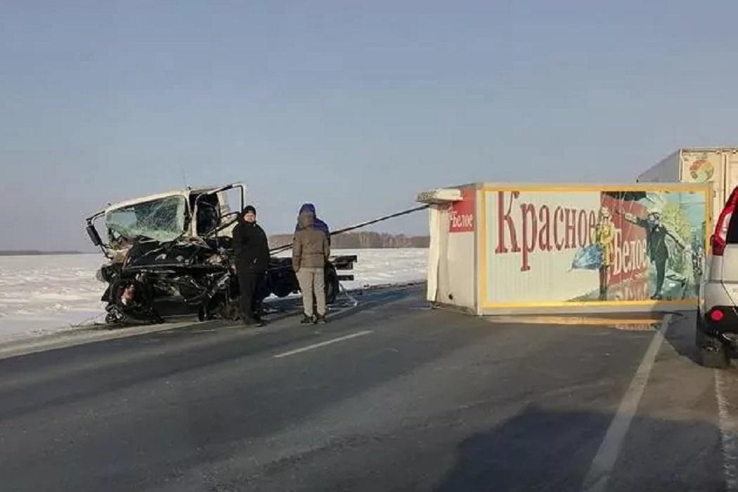 На трассе Тюмень-Омск в ДТП с грузовиком погибли два человека