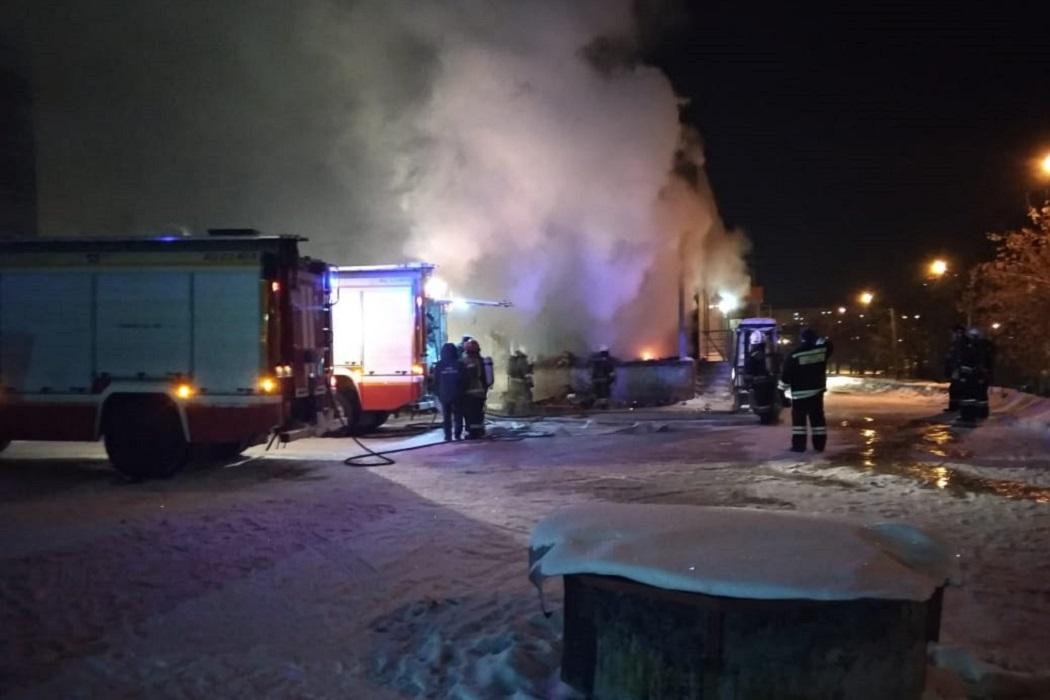 В Екатеринбурге горел «Мегамарт» на ЖБИ