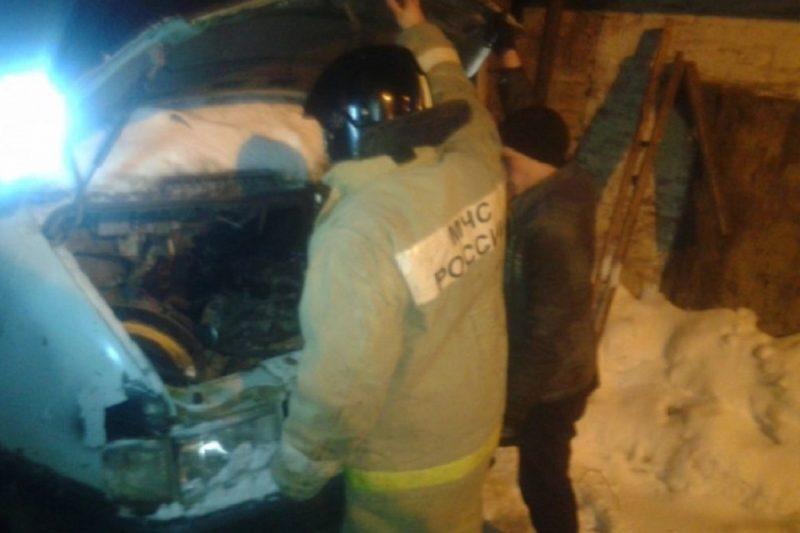 В Екатеринбурге водитель чуть не сгорел вместе с Газелью