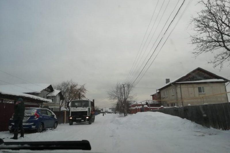 Мусоровозы завалили отходами посёлок рядом с полигоном «Северный»