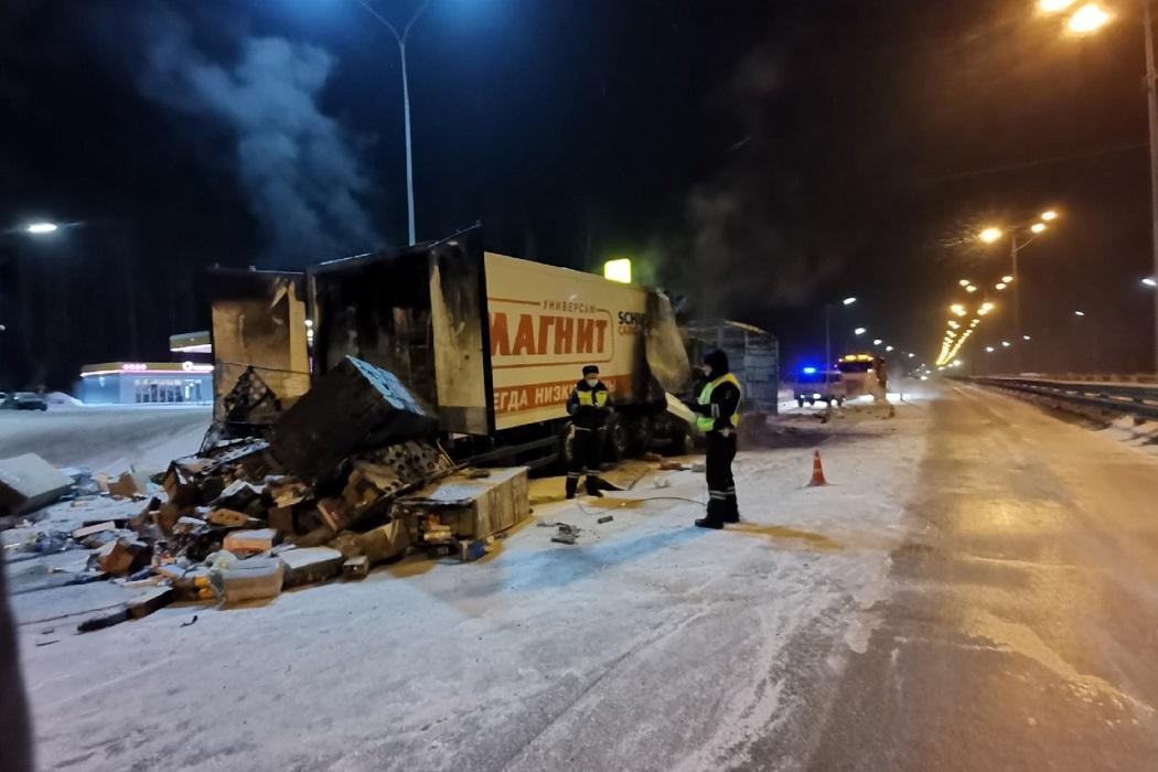 Под Екатеринбургом водитель «Газели» сгорел после ДТП с фурой