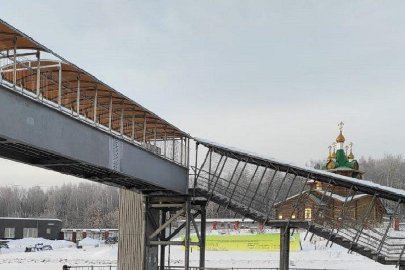 Под Екатеринбургом восстановили снесённый КамАЗом пешеходный мост