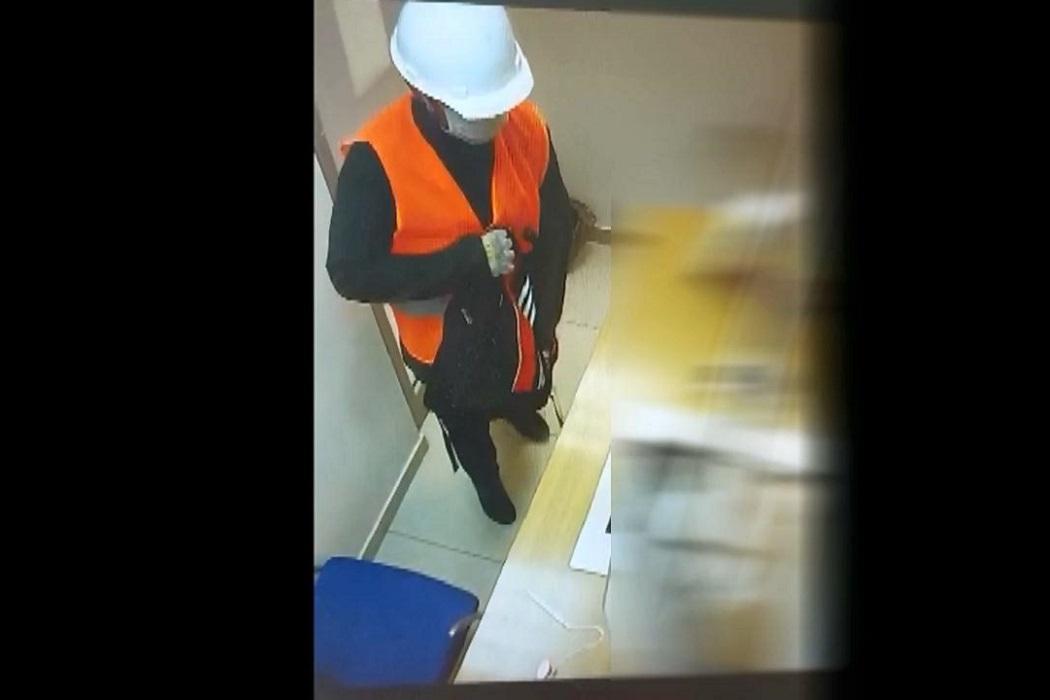 Житель Екатеринбурга пытался грабить банки с муляжом гранаты
