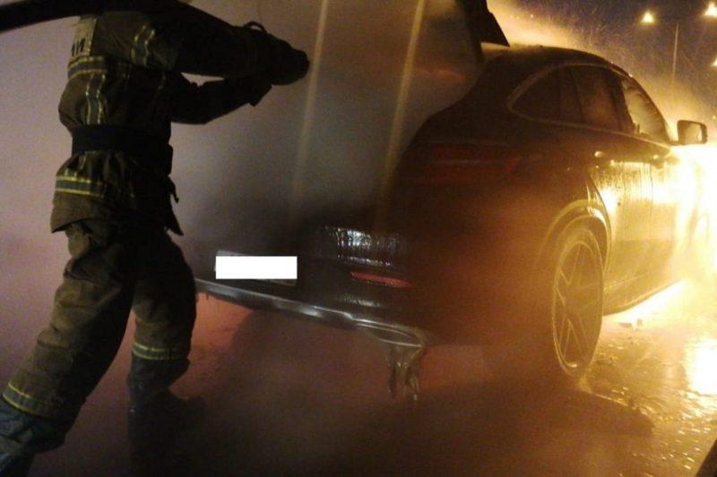 На Кольцовском тракте в Екатеринбурге сгорел Mercedes Benz