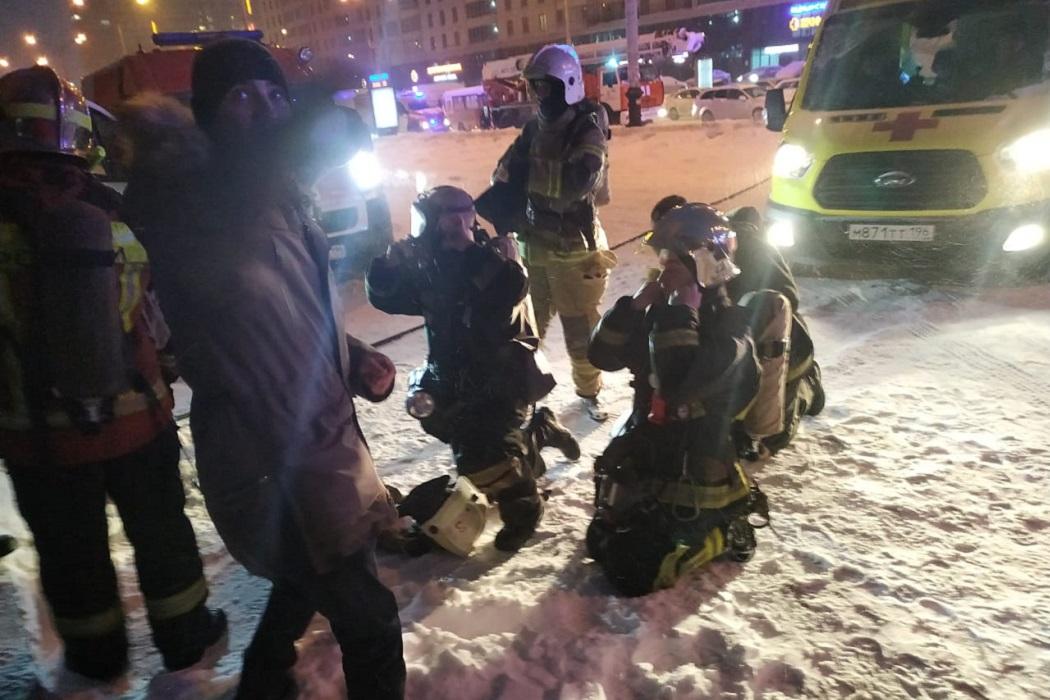 В Екатеринбурге на Белинского горит 23-этажный дом