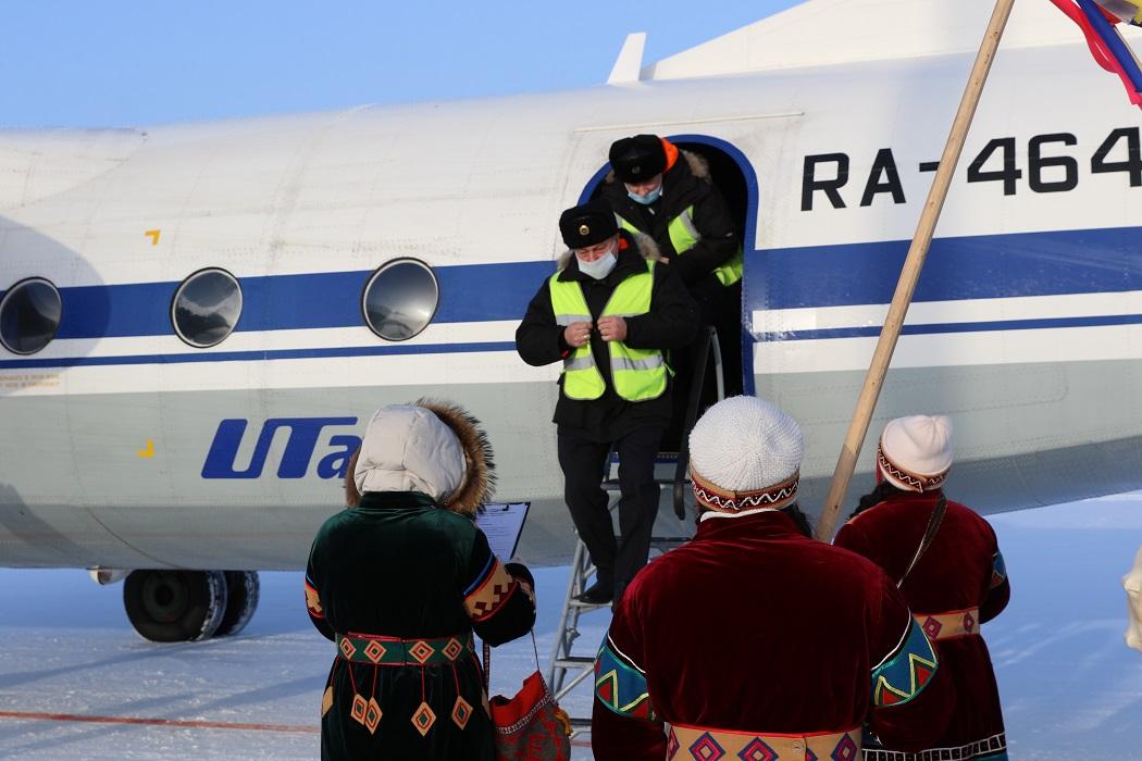 Из Красноселькупа вылетел первый самолет в Тюмень 2