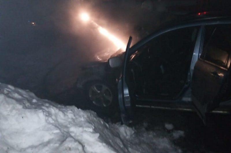 В уральском посёлке сгорел автомобиль мэра Артёмовского