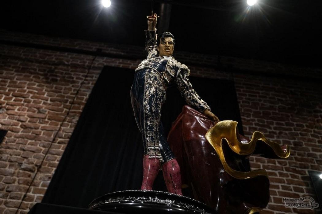 skulptury glavnyy prospekt ekaterinburg 5