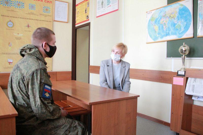 Челябинский омбудсмен встретилась с солдатом, получившим ожоги глаз