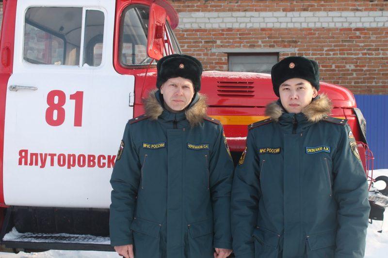Спасатели МЧС помогли автомобилистам из Заводоуковска на трассе