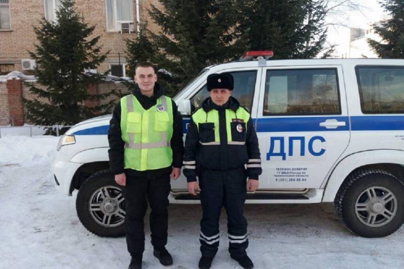 В Челябинской области сотрудники ГИБДД спасли из огня многодетную семью