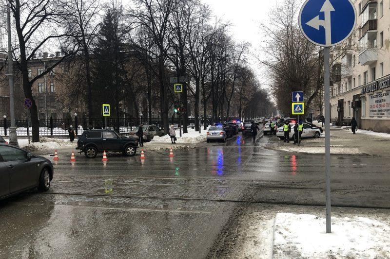 В Екатеринбурге среди 4-х пострадавших в ДТП один несовершеннолетний