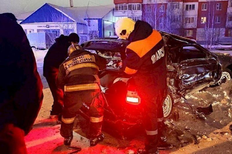 В ночном ДТП в Ноябрьске пострадала молодая девушка