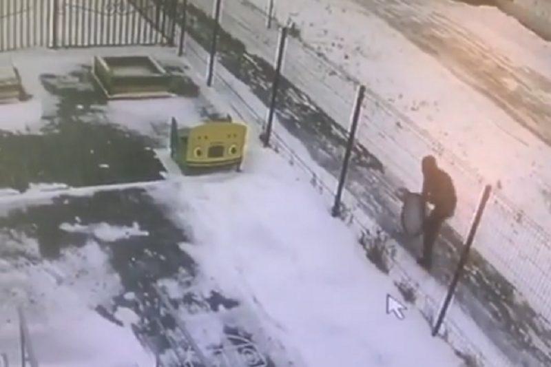 В Тюмени девушка провалилась в открытый люк
