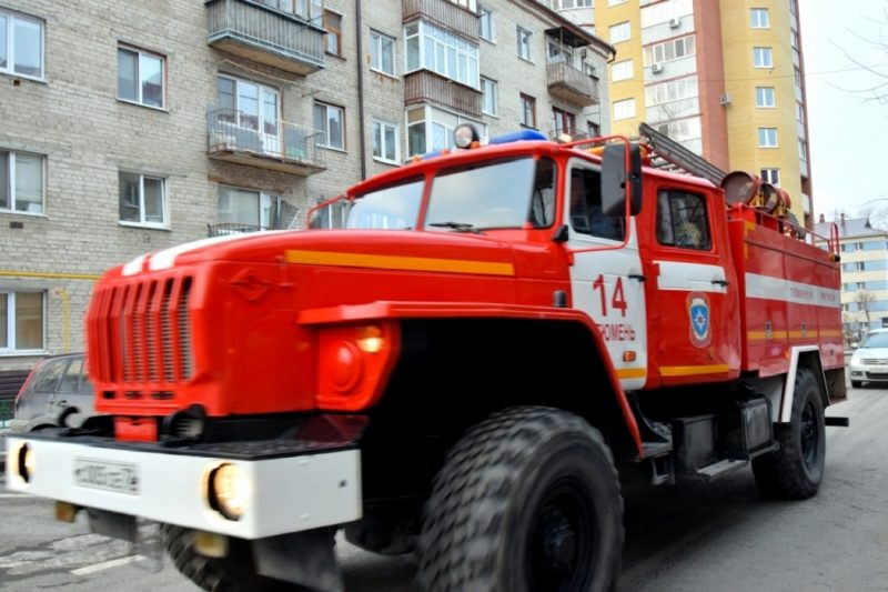 В Тюмени из пожара в девятиэтажке на Мельникайте спасли 10 человек