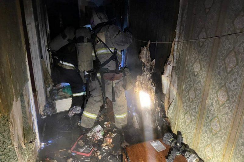 В Екатеринбурге во время пожара на Ангарской пострадал человек