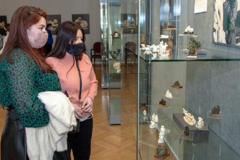 В Тобольске открылась выставка известного го мастера-костореза