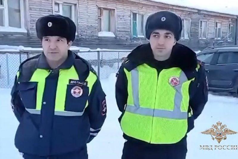 Ямальских полицейских наградили за спасение людей из пожара в Лабытнанги