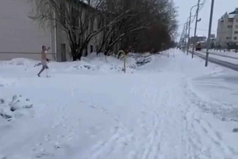 В Салехарде голый пациент с гипсом сбежал из больницы