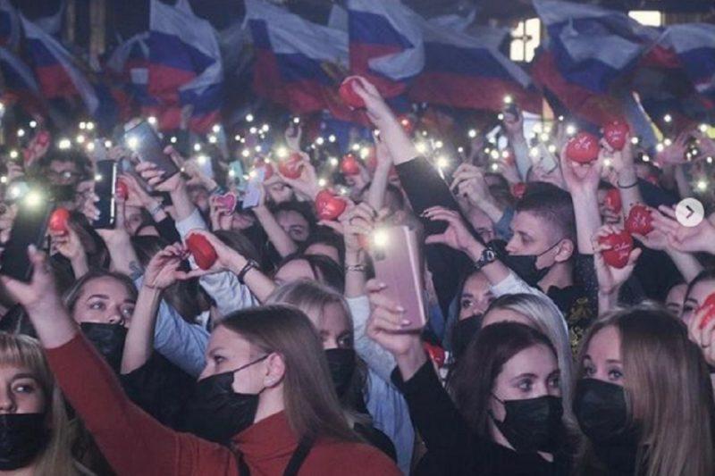 В Екатеринбурге в «Сима-ленде» Лепс и Маршал выступили для волонтёров