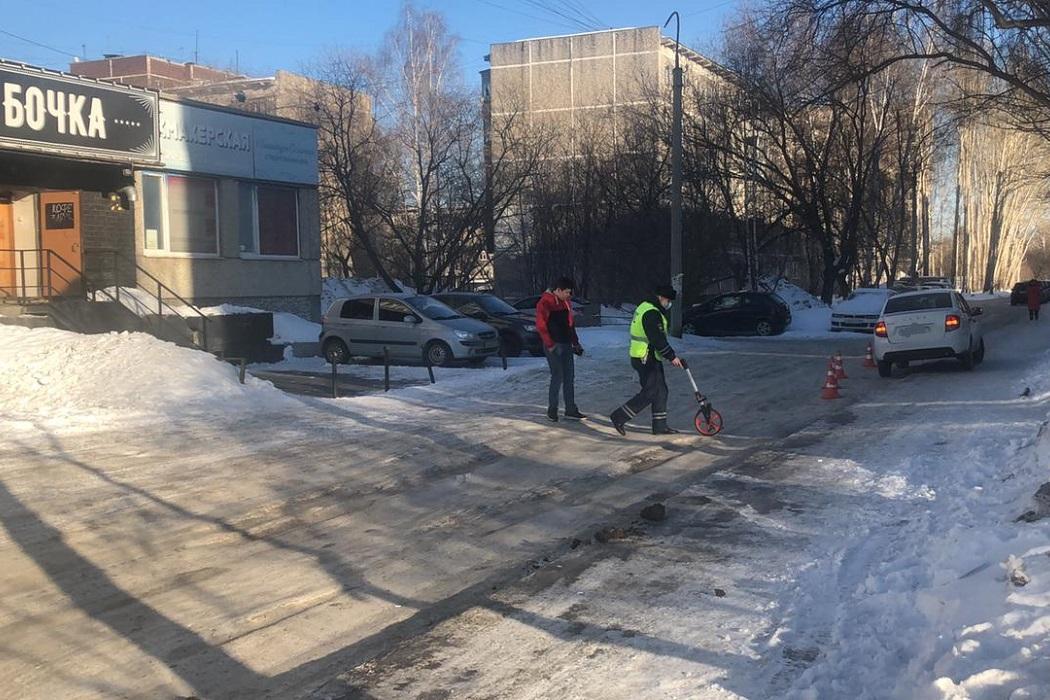 В Екатеринбурге LADA Granta сбила семилетнюю девочку