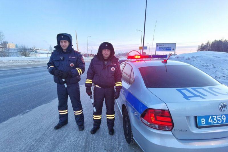 Полицейские Сургута помогли заблудившемуся водителю с беременной женой