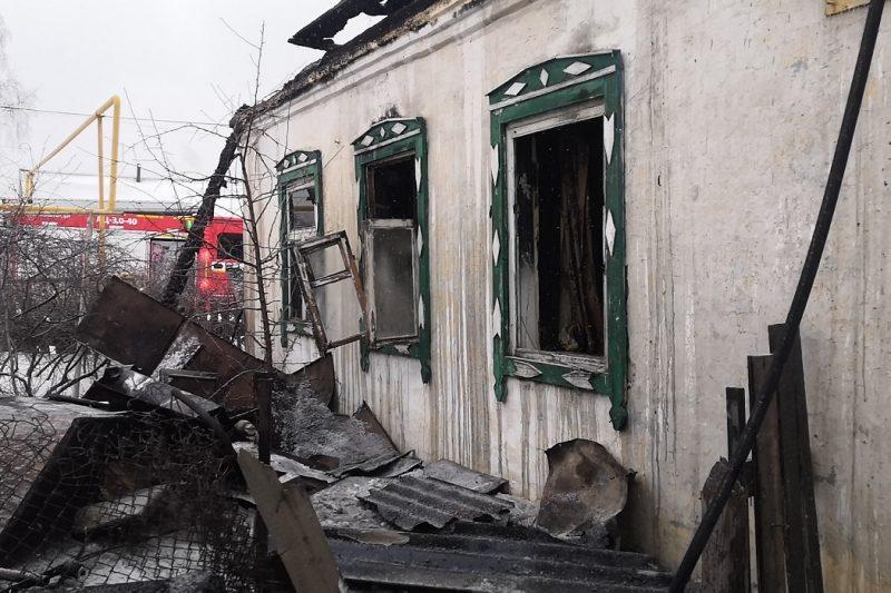 В Челябинске во время пожара погибли двое мужчин, женщина пострадала