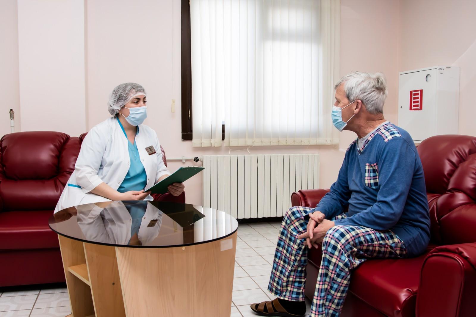 Тюменские хирурги помогли ямальцу с вышедшим наружу кардиостимулятором 1