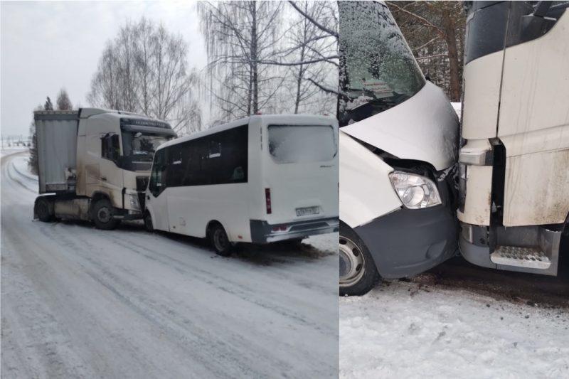 В ДТП на трассе в Челябинской области пострадало 9 пассажиров 4 детей
