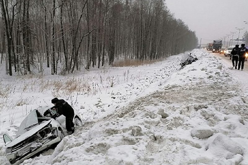В ДТП с фурой под Екатеринбургом пострадали двое детей и двое взрослых