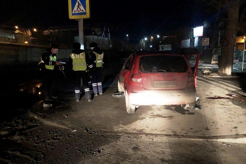 В Екатеринбурге водитель Hyundai врезался в столб и погиб