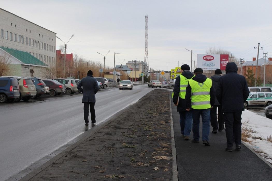 Дорога + дорожные рабочие + жёлтые жилеты + чиновники + комиссия