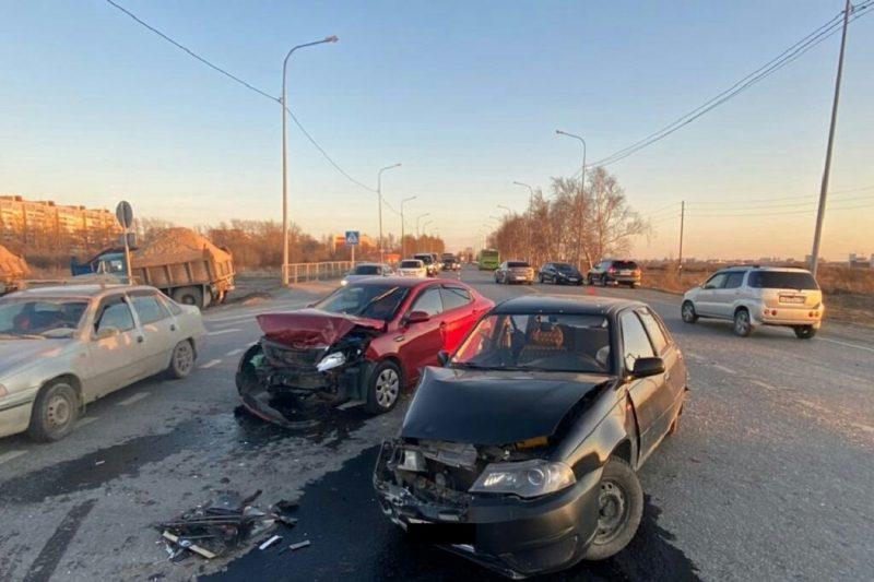 Двое взрослых и ребенок пострадали в массовой аварии под Тюменью 2