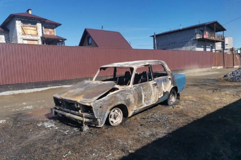 Госавтоинспекторы помогли жителю Качканара выбраться из горящей машины
