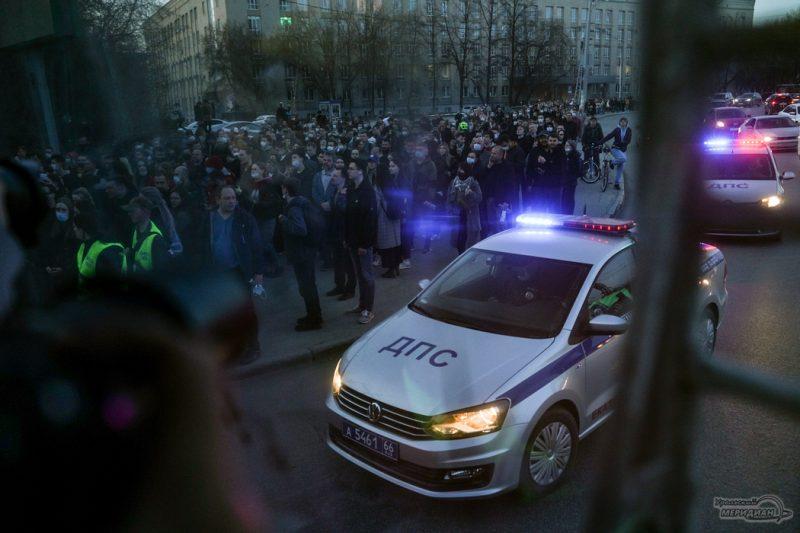 Nesanktsionirovannaya aktsiya v podderzhku Navalnogo 21.04 Ekaterinburg 1