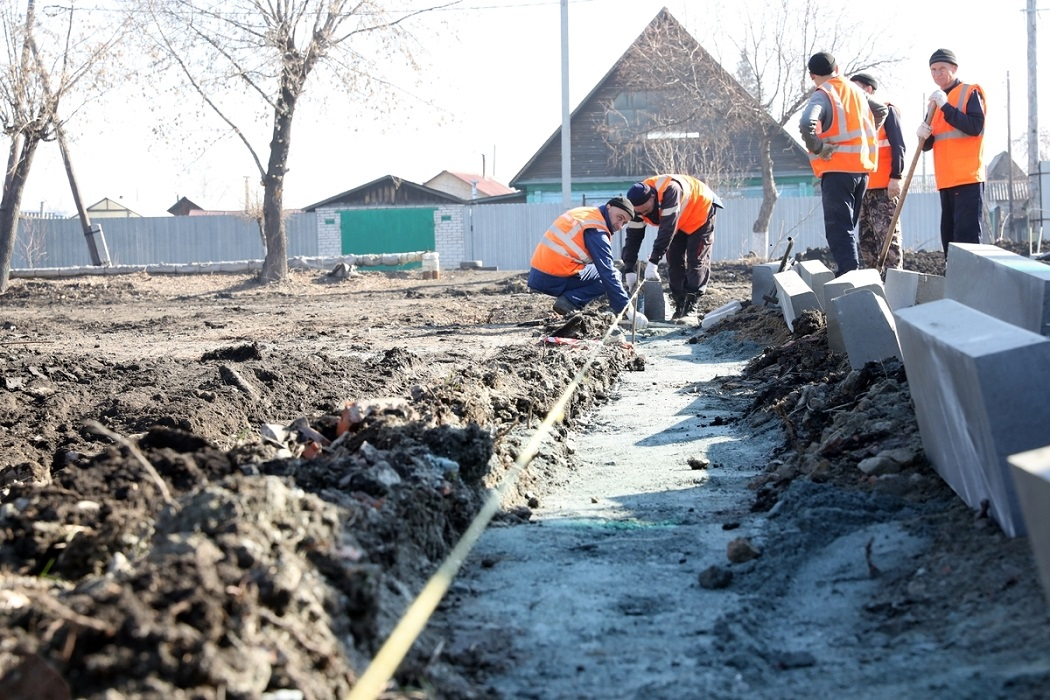 Рабочие + раскопки + земля + благоустройство