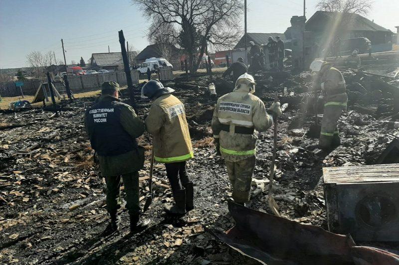 На Урале СК возбудил дело по сообщению о гибели пятерых детей в пожаре