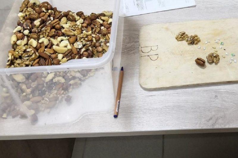 Тюменец пытался передать в колонию наркотик с орехами