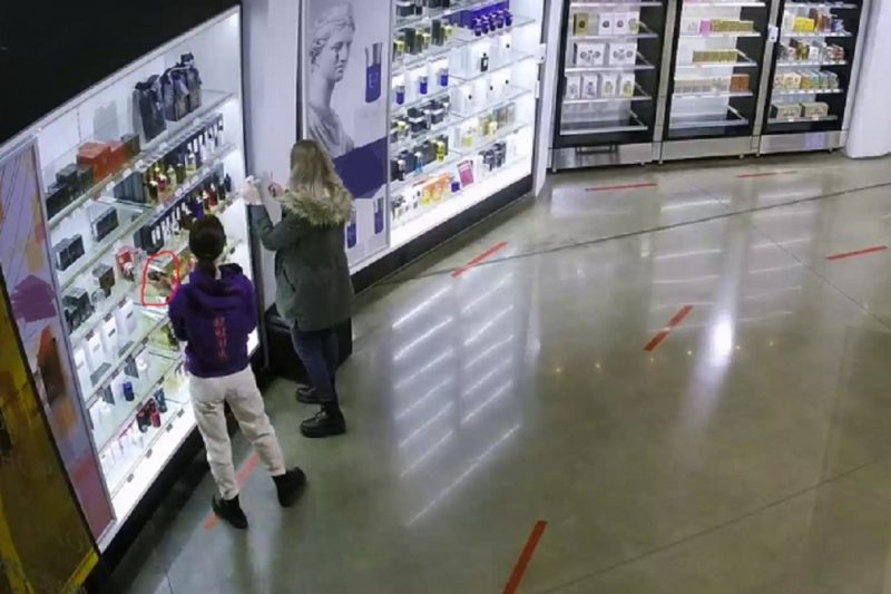 В Екатеринбурге осудят двух подруг, укравших духи в аэропорту Кольцово