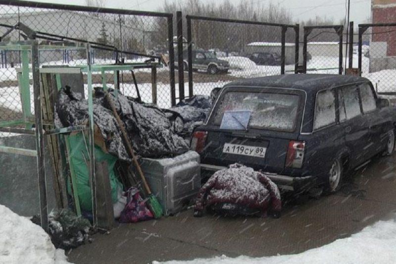 Житель Ноябрьска устроил под окнами полиции свалку