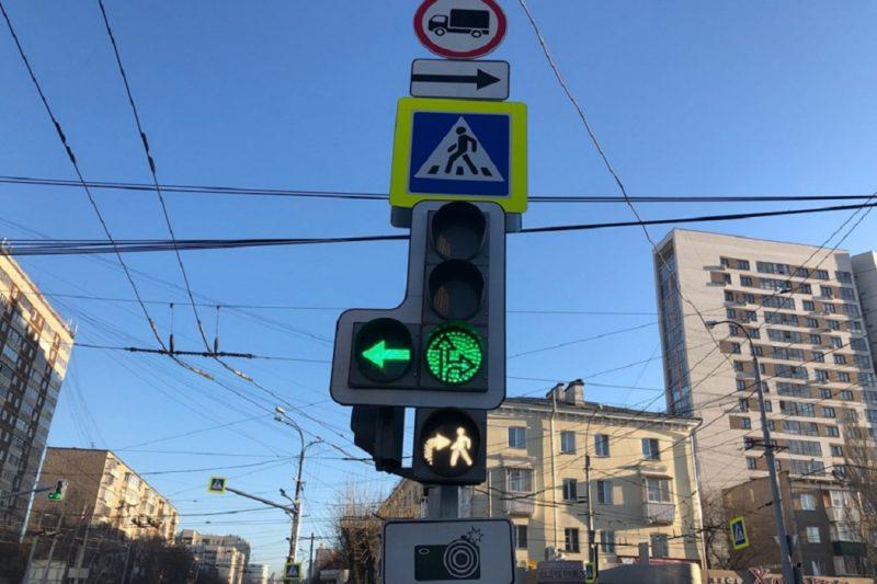 В Екатеринбурге появились бело-лунные светофоры