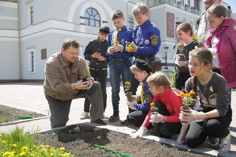 В Екатеринбурге митрополит Евгений пригласил прихожан на субботник