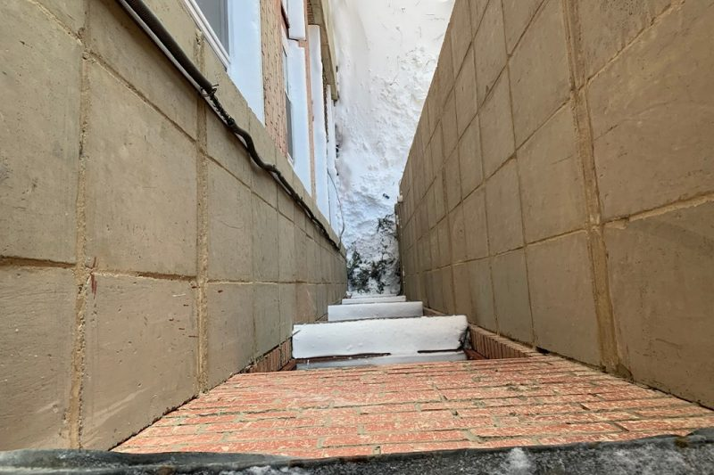 В Новоуральске мужчина вытолкнул знакомого из окна 4 этажа