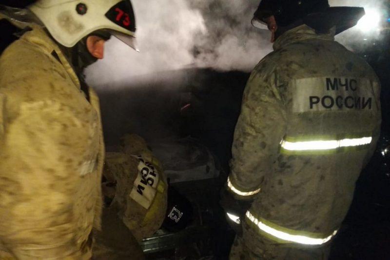 В Екатеринбурге на Октябрьской площади сгорел автомобиль