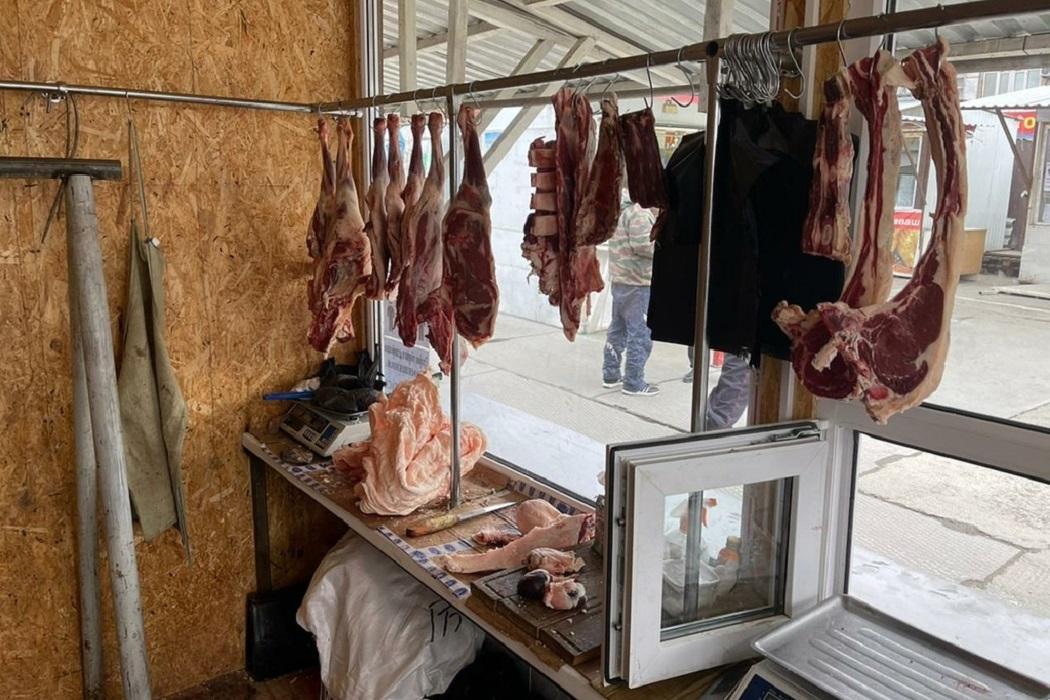 В Екатеринбурге, в ходе проверки рынка, изъяли более полутонны мяса