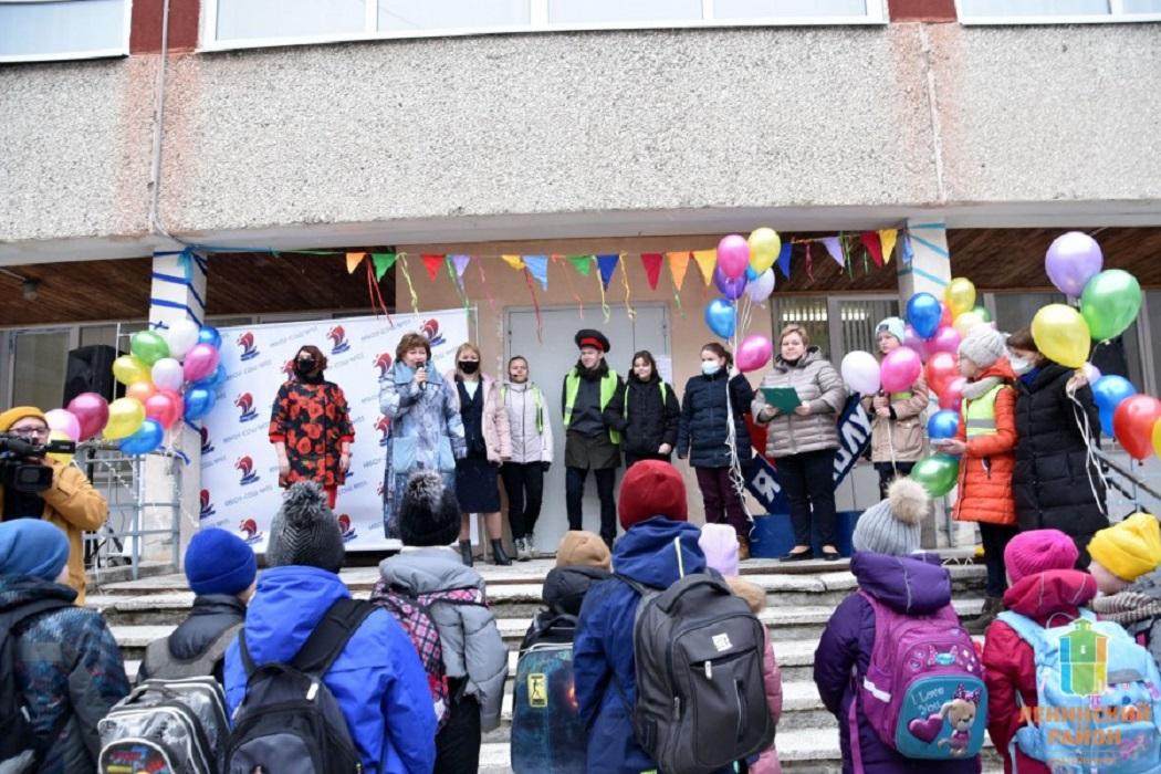 В Академическом районе Екатеринбурга запустили школьный автобус