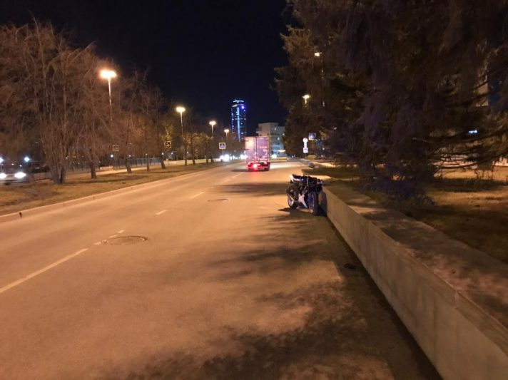 В центре Екатеринбурга водитель иномарки сбил мотоциклиста и скрылся