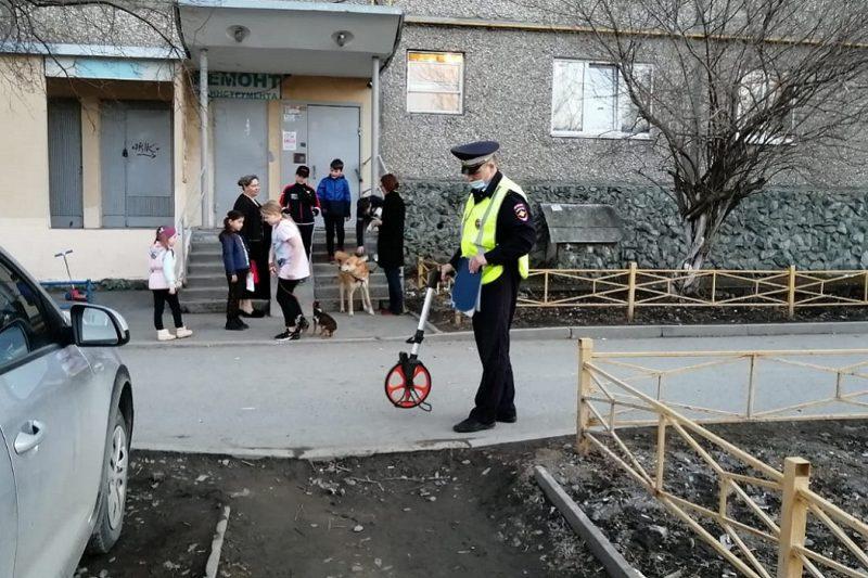 В Екатеринбурге водитель Daewoo сбил 9-летнего мальчика во дворе дома