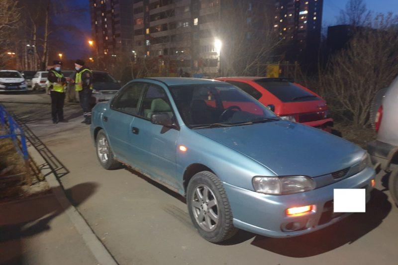 На ЖБИ в Екатеринбурге водитель Subaru сбил 9-летнюю девочку у подъезда